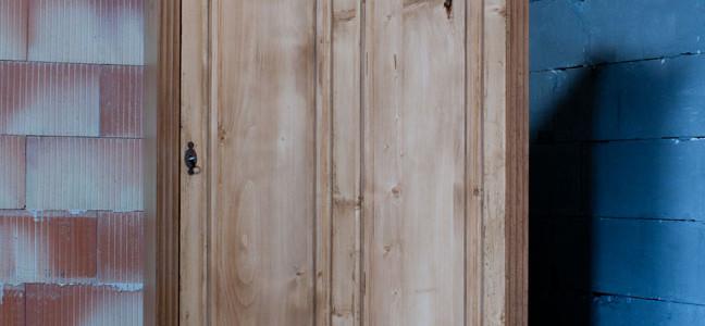 dekorativer Dielenschrank, Kleiderschrank mit Aufsatz, Barock, natur, restauriert