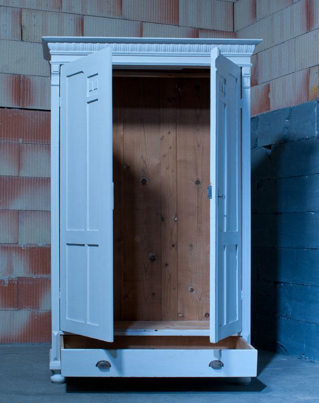 Antiker Kleiderschrank Dielenschrank Spätbarock Shabby Look Weiß