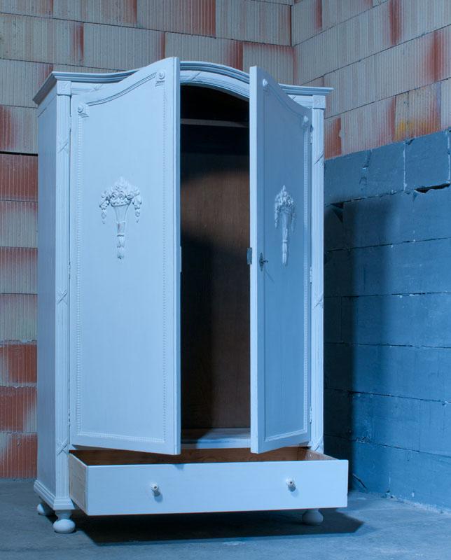 antiker kleiderschrank dielenschrank jugendstil wei restauriert schrank 9. Black Bedroom Furniture Sets. Home Design Ideas