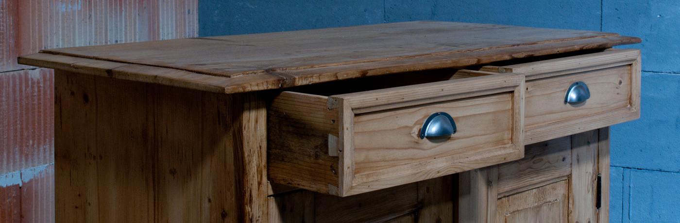 schrank 9 nachhaltige antike restaurierte m bel aller stilepochen. Black Bedroom Furniture Sets. Home Design Ideas