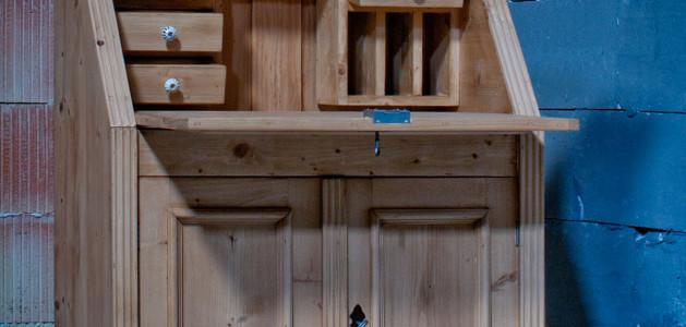 Sekretär, natur aus histor. Holzmaterial neu gefertigt